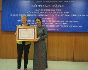 Việt Nam vinh danh người phụ nữ Mỹ vượt bi kịch chiến tranh phủ xanh Quảng Trị