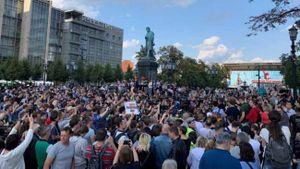 Hàng nghìn người Nga lại xuống đường bất chấp lệnh cấm