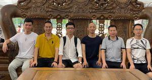 Độc đáo: Sáu người ngồi trên một chiếc ghế to nhất Việt Nam