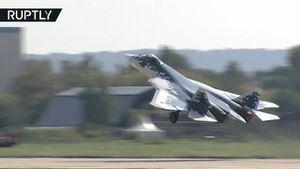 Video 'bóng ma bầu trời' Su-57 Nga nhào lộn điêu luyện trên không