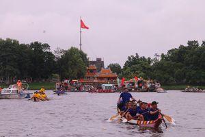 Gần 300 tay chèo hăng say tranh tài ở hội đua thuyền lớn nhất xứ Huế mừng Tết Độc lập