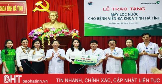 Vietcombank Hà Tĩnh tài trợ BVĐK tỉnh 26 máy lọc nước phục vụ bệnh nhân