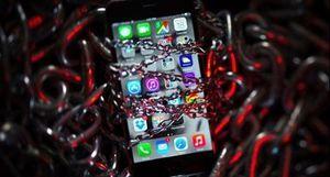 Apple gay gắt trước cáo buộc của Google