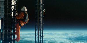 'Ad Astra' - bom tấn hành động của Brad Pitt với câu chuyện cảm động về tình cha con