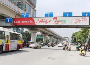 Hà Nội đổi quảng cáo lấy nhà vệ sinh, xe bồn: Ai đang 'xé rào' cho doanh nghiệp?