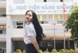 Nữ sinh Học viện Hàng không đẹp 'nín thở' trong bộ ảnh chụp vội ngoài sân trường