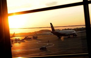 Máy bay từ Cam Ranh hạ cánh khẩn cấp ở Nga, 56 người bị thương