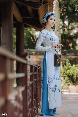Duyên dáng áo dài trong sắc thu phố cổ Hà thành