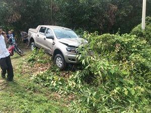 Hai vợ chồng chết thảm khi va chạm với xe bán tải