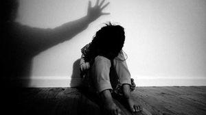 Bé gái 12 tuổi tố bị bảo vệ trường xâm hại và giữ lại cả đêm