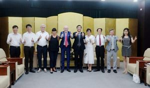 Lãnh đạo TP Đà Nẵng tiếp Chủ tịch Tổ chức Trái tim vì trái tim