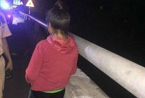 Bị nợ lương 3 tháng, một phụ nữ quê Điện Biên quẫn trí định nhảy cầu tự tử