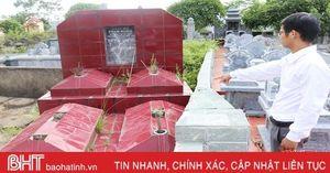 Sớm xử lý dứt điểm việc xây tường rào chồng lấn phần mộ ở Đức Lạc!