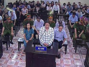 Nữ cán bộ Công an Hà Giang nhờ nâng điểm cho 20 thí sinh để 'tạo phúc'