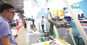 Công nghiệp 4.0: Thêm công nhân hay mua Robot