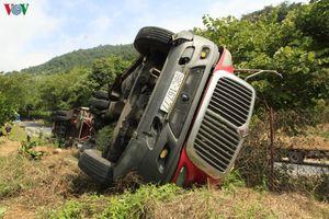 Xảy ra vụ lật container trên dốc Nà Lơi, Điện Biên