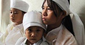 Ba đứa trẻ mồ côi vì tai nạn giao thông