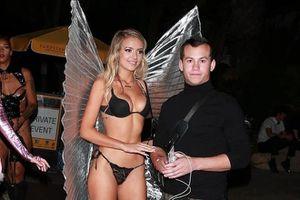 Dàn sao nữ mặc nội y đến buổi tiệc Halloween sớm của Paris Hilton
