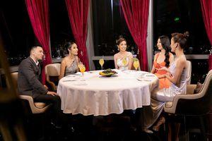 Khách Tây bất lịch sự khiến khán giả theo dõi Hoa hậu Hoàn vũ Việt Nam phản ứng