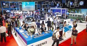Vietnam Motor Show 2019: Kín khách ngày cuối tuần