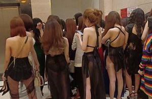 Nhóm đối tượng nhốt nữ nhân viên như nô lệ, bắt tiếp khách trong quán karaoke