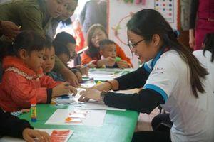 Sinh viên DynaGen Initiative chia sẻ trách nhiệm với cộng đồng tại Vân Hồ, Sơn La