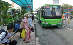 Không có đường để đi, không có người để chở, lấy gì phát triển xe buýt?