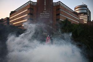 Bất ổn tại Hong Kong: Khói lửa nghi ngút tại trường Đại học Bách khoa