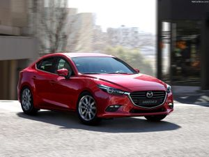 Mazda3 đời cũ, Toyota Corolla Altis, Hyundai Elantra đua nhau giảm giá