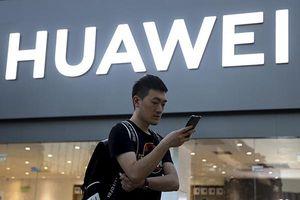 Smartphone gập của Huawei không có ứng dụng nào đến từ Mỹ