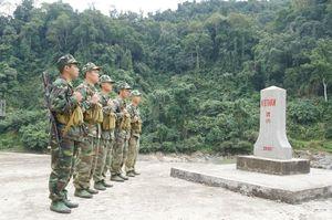 Cùng biên phòng Ka Lăng tuần tra nơi sông Đà chảy vào đất Việt