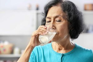 Người bị tiểu đường có nên uống sữa?