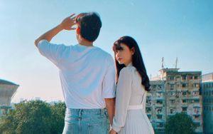 Trương Quỳnh Anh đăng ảnh với trai lạ giấu mặt cùng caption ẩn ý có tình yêu mới