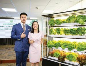 Khởi nghiệp với 'máy' trồng rau trong nhà