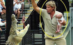 Người đàn ông bế con 'chơi đùa' với quái thú đầm lầy: Biết được sự thật, ai cũng kiêng nể
