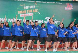 Xem hàng trăm học sinh Sài Gòn bùng nổ, trẻ trung trong các vũ điệu hiện đại