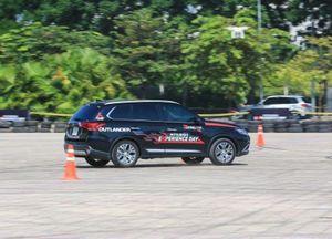 Mitsubishi Outlander, Pajero Sport giảm sốc cả trăm triệu đồng