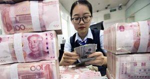 Trung bình, mỗi công dân toàn cầu đang gánh khoản nợ 32.500 USD