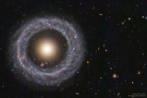 'Thiên hà lồng trong thiên hà' này là bí ẩn chưa có lời giải