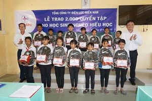 Điện lực miền Nam tặng 100 phần quà cho học sinh nghèo Trà Vinh