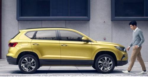 Hơn 30.000 người Trung Quốc 'tranh nhau' mua 2 chiếc ô tô Đức giá chỉ hơn 300 triệu