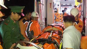 Cứu thuyền viên Ấn Độ gặp nạn trên vùng biển Nha Trang
