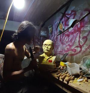 Chàng thợ mộc thức đêm làm món quà đặc biệt tặng HLV Park Hang Seo
