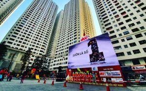 Chung cư vạn dân Linh Đàm lập bàn lễ cúng, lắp màn hình chiếu 45m2 tiếp lửa U22 Việt Nam giành chức vô địch