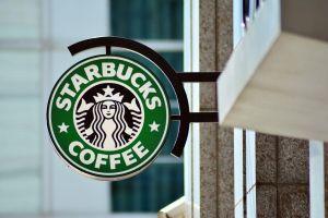 Starbucks treo thưởng 50 triệu USD cho CEO