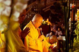 TP.HCM : Đêm hoa đăng vía Phật A Di Đà tại Vạn Đức