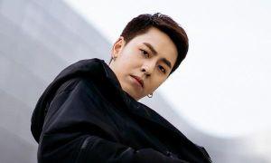 Rapper Osad khoe street style cực chất trên đường phố Hàn Quốc