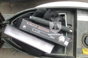 Các đối tượng mang gậy 3 khúc, dùng giấy tờ xe máy giả... liên tiếp 'sập' chốt 141
