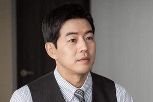 'Người chồng quốc dân' Hàn Quốc bị nguyền rủa vì đóng vai ngoại tình