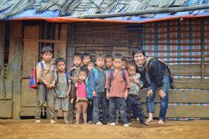 Chàng trai Hà Nội nhặt ve chai, 'mang cơm' về bản cho 12.000 học sinh thiểu số